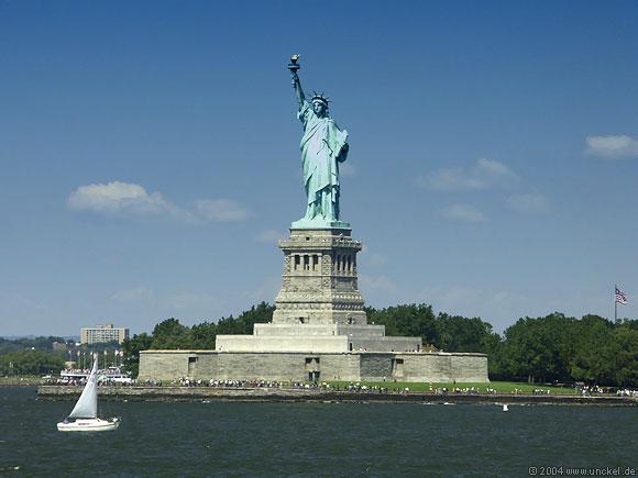 Per Staten Island Ferry kostenlos an der Statue of Liberty vorbei, New York 2004