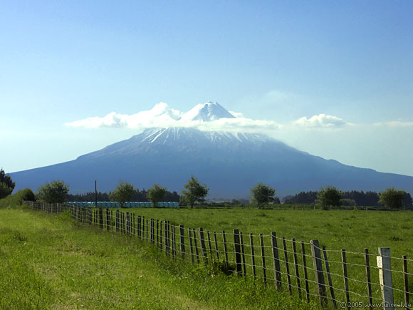 Der 2500 Meter hohe Mt. Egmont, New Zealand - Aotearoa 2004/05