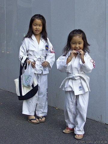 Zwei Judoka auf der Straße, Tokyo - 東京 2005