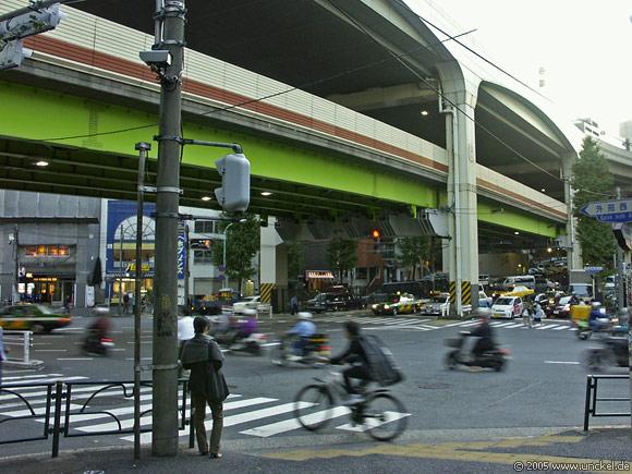 Roppongi Dori, Stadtautobahn in Schichten, Tokyo - 東京 2005
