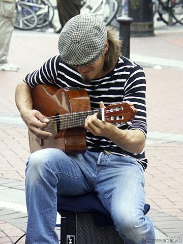 Einer von vielen Straßenmusiker, Ireland - Éire 2006