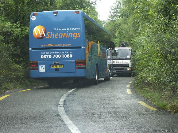 Irlands Straßen sind oft sehr eng - manchmal zu eng!, Ireland - Éire 2006