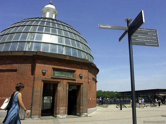 Eingang zum Fussgängertunnel bei Greenwich, London 2006